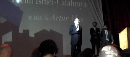 Artur Mas, ex Presidente de Cataluña y juzgado ahora por el 9-N con Ortega y Rigau, cuando recibió un premio israelí.