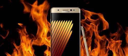Fabbrica Samsung di batterie va a fuoco
