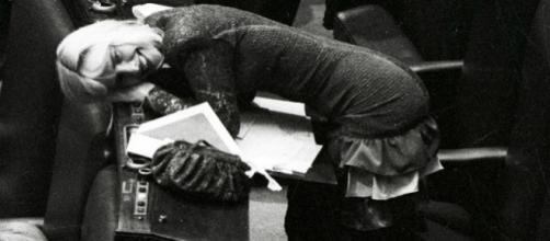 Ilona Staller, in arte Cicciolina, tra i banchi di Montecitorio