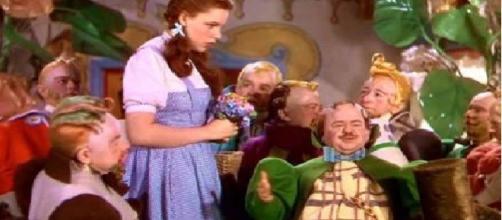 Judy Garland e os anões em 'O Mágico de Oz'