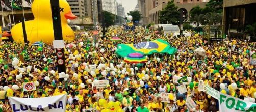 O que é a política no Brasil e o que a população pensa