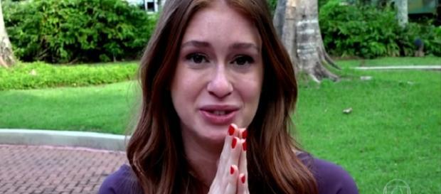 Atriz Marina Ruy Barbosa chorando