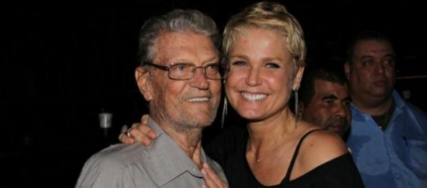 O pai de Xuxa sofre de uma doença grave