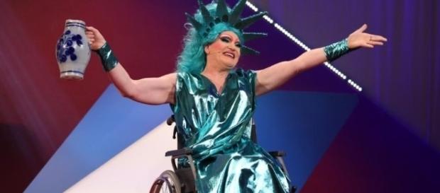 Oliver Jones (47) muss vorerst im Rollstuhl fahren / Foto: Hessischer Rundfunk/ARD