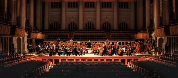 Orquestra Sinfônica Heliópiolis em apresentação. Jovens têm a oportunidade de conhecer instrumentos eruditos e mudar de vida (Foto: Hugo Palotto)