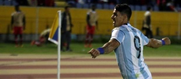 Tucumán atuou com camisas da Argentina. (Crédito: Reuters)