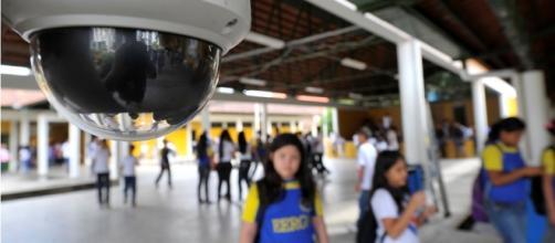 Escolas investem milhões em segurança