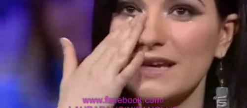 Laura si emoziona ascoltando ciò che le dice Vittoria Belvedere on ... - vimeo.com