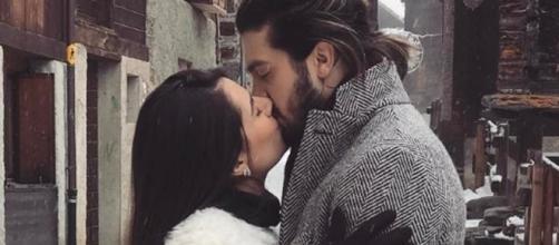 Luan Santana postou foto beijando Jade (Foto: Reprodução Instagram)