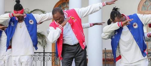 President Uhuru Kenyatta dabbs with FBI dance crew at State House ( Photo/PSCU)