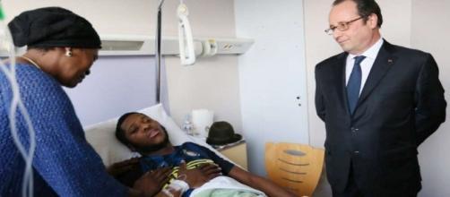 Theo est toujours sur son lit d'hôpital