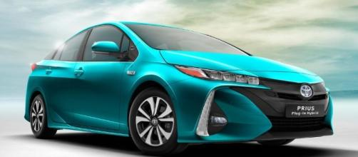 Toyota Prius plug-in 2016 revealed - pictures | Toyota Prius Plug ... - autoexpress.co.uk