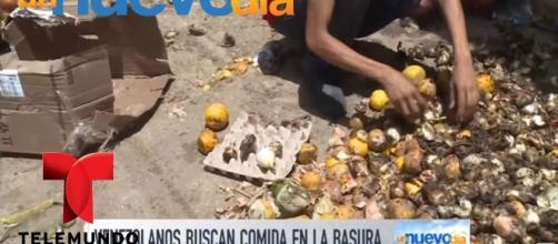 Venezolanos buscan comida en la basura