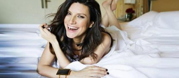 Laura Pausini: 'Lato destro del cuore', testo del nuovo singolo ... - melty.it