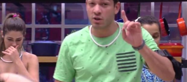 Luiz Felipe discutiu com Ieda.