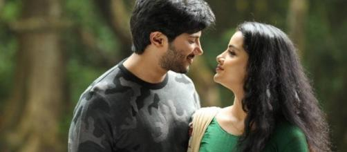 Dulquer and Anupama from 'Jomonte Sushivengal' (Image credits: twitter.com/malayalamreview)
