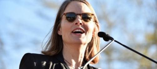 Jodie Foster and Michael J Fox lead anti-Trump protest - BBC News - bbc.co.uk