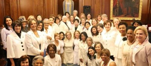 Las demócratas visten de blanco frente a Trump y Melania de negro - elespanol.com