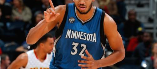 Towns will have to deal with his father considering a lawsuit against his Timberwolves.
