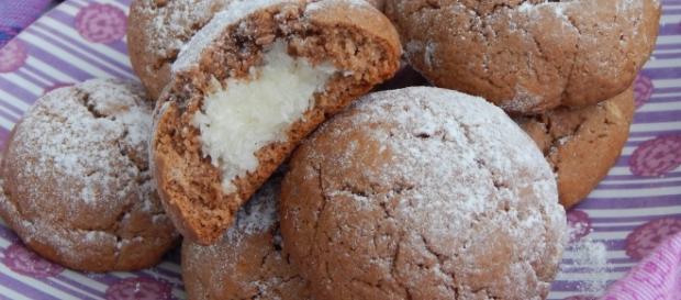 Biscotti morbidi con ripieno di crema al cocco o anche nutella - giallozafferano.it