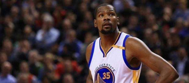 Kevin Durant estará fuera las próximas 4 semanas.