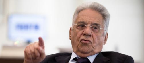 FHC sugere privatização para sair da crise