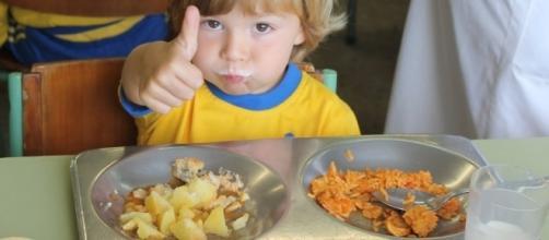 La dieta de los niños debería incorporar frutas, verduras y pescado