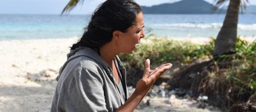 Nancy Coppola discute con i naufraghi