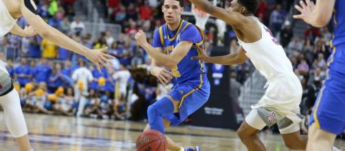 UCLA Bruins - Arizona Wildcats. Photo credit: UCLA Basketball (UCLAMBB) Twitter