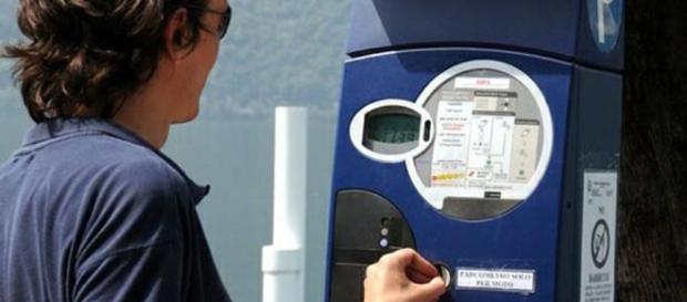 Il parcheggio è gratis se il parchimetro non ha il bancomat (http://www.cinquequotidiano.it)