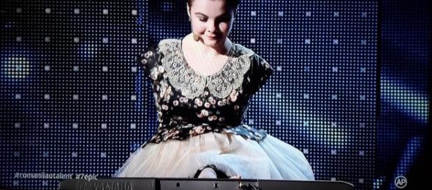 Lorelai Moșneguțu, fata fară mâini care cântă la pian, a ajuns ... - libertatea.ro