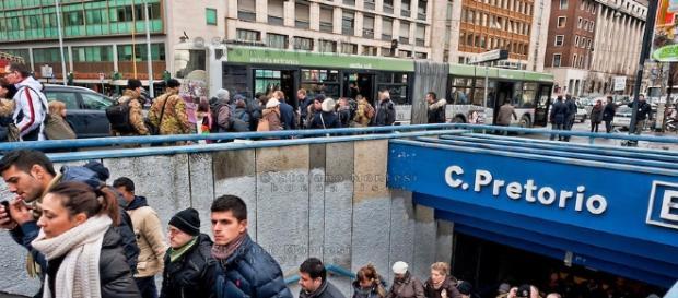 Roma, senzatetto alcolizzato aggredisce donne alla stazione di Castro Pretorio.