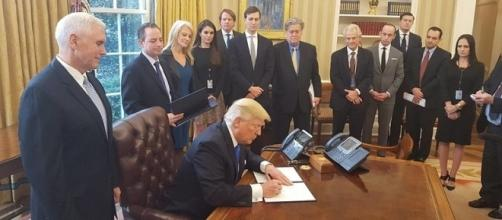 U.S. President Donald J. Trump signs orders furthering work on two major oil pipelines on Jan. 24 (Photo: White House/Wikimedia Commons)