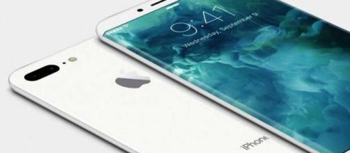Ultime novità sull'Apple iPhone 8: sconfessato lo schermo curvo