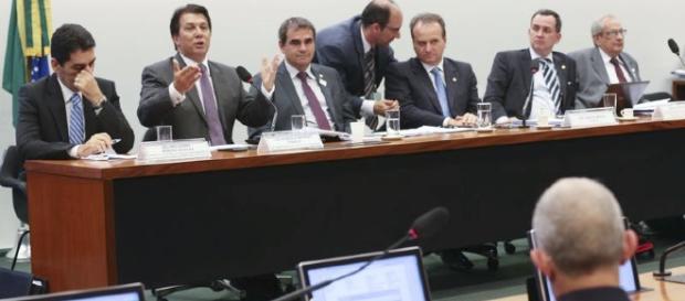Deputados reunidos na comissão especial da Reforma da Previdência. (Fabio Rodrigues Pozzebom/Agência Brasil)