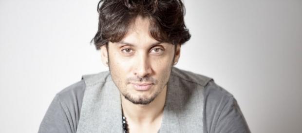 """Fabrizio Moro: il 10 marzo è uscito il nuovo album """"Pace"""" - radiowebitalia.it"""