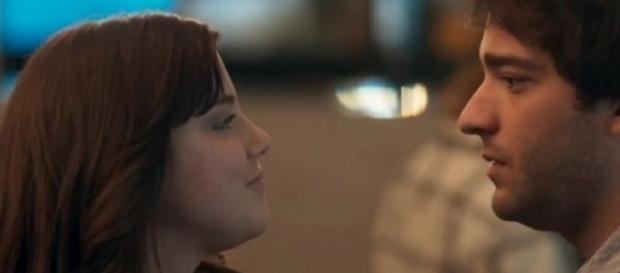 """Marina e Tiago em """"A Lei do Amor"""": um clima de amor e confrontos"""