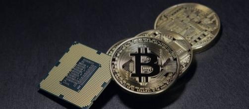 Bitcoin is a virtual currency, Pixabay, BenjaminNelan https://pixabay.com/en/bitcoin-currency-crypto-cyber-2057405/