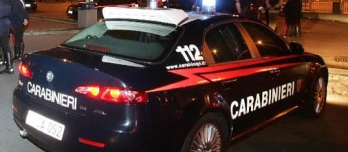 Calabria: punta un coltello alla compagna per gelosia