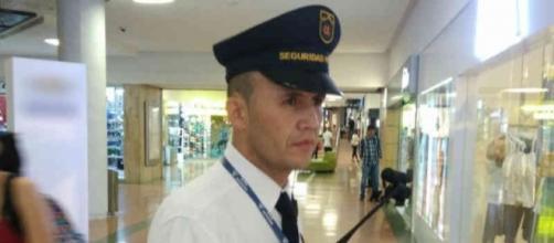 Edilson García es el primer vigilante bilingüe en Colombia.