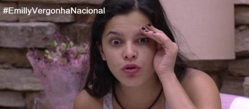 Internautas não perdoam as edições supostamente manipuladas e colocam a hashtag @EmillyVergonhaNacional em segundo lugar nacional