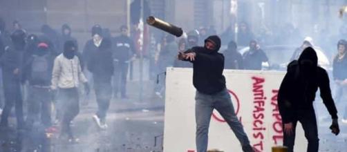 Salvini a Napoli, duri scontri all'esterno della Mostra d'Oltremare - napolitoday.it