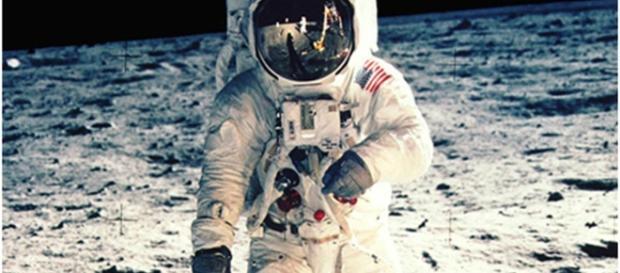 "Apollo 11 anniversary: Neil Armstrong takes ""small step"" into ... - cbsnews.com"