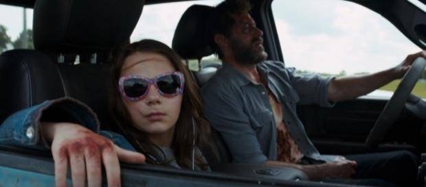 Logan e Laura in una scena del film