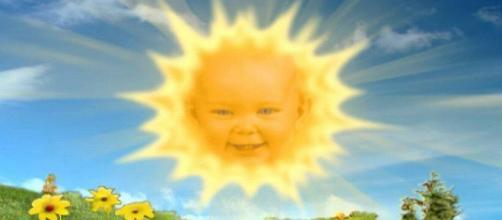 """Lembra dessa bebê sorridente do """"Teletubbies""""? Ela cresceu e hoje tem 20 anos"""
