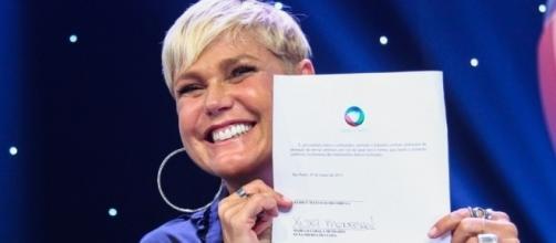 Xuxa assinou pela Record, deixando a Globo de forma polêmica