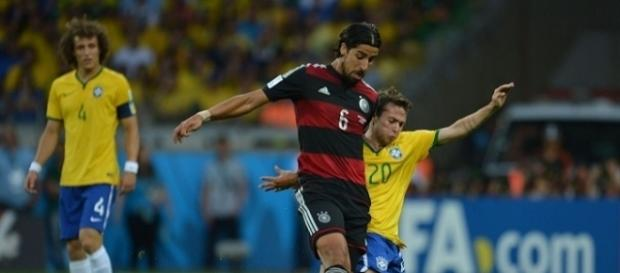 Calciomercato Juventus: Khedira rimane, obiettivo Douglas Costa
