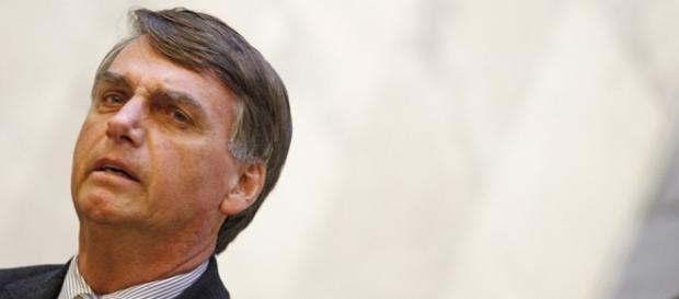 Deputado Jair Bolsonaro critica tratamento dado à violência no Brasil.