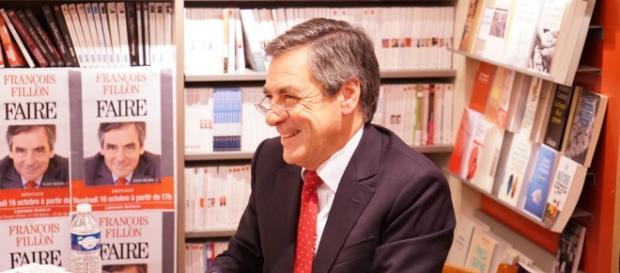 Francois Fillon dédicace - politique - CC BY