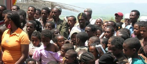 I poveri dell'Etiopia in coda per gli aiuti umanitari